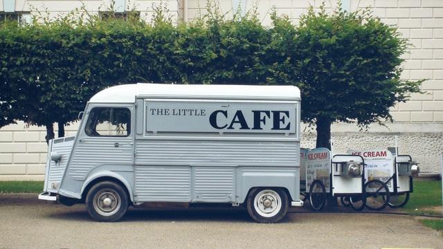 小さな移動カフェのトラック